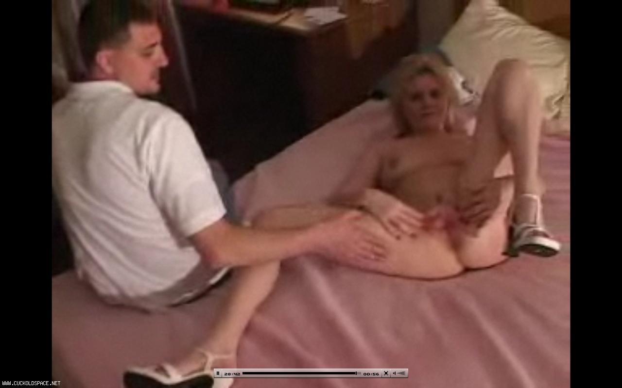 topless kissing girls gif amateur