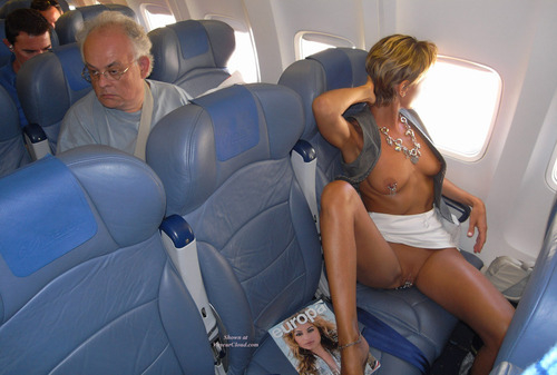 Ебется в самолете